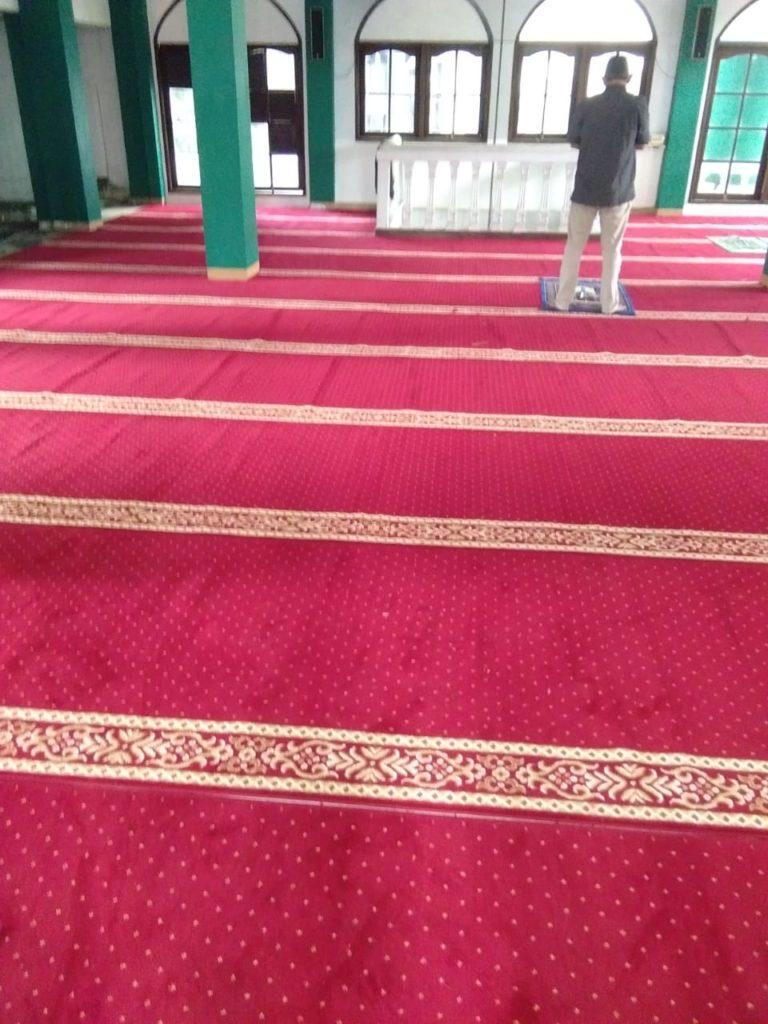 karpet masjid baitul mukhlis mangkuluhur city sudah terpasang6