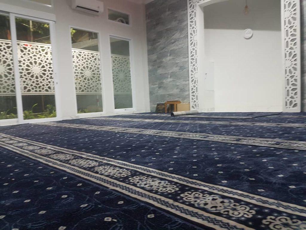 pemasangan karpet masjid Turki di Mushola El Fairuz Ciputat Tangsel