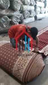 Proses pengukuran karpet masjid turki tulip sebelum dikirim ke MAN Insan Cendikia2Pekalongan2