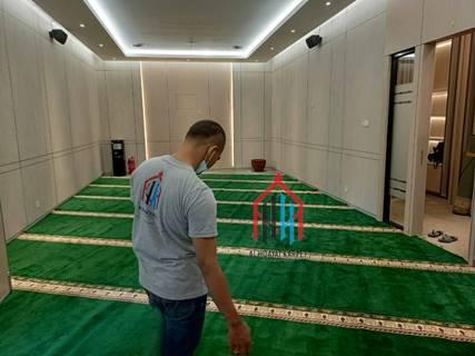 pemasangan karpet masjid Turki Yavuz di Menara Kuningan - Jakarta Selatan