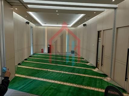 proses pemasangan karpet masjid turki Yavuz di Menara Kuningan2