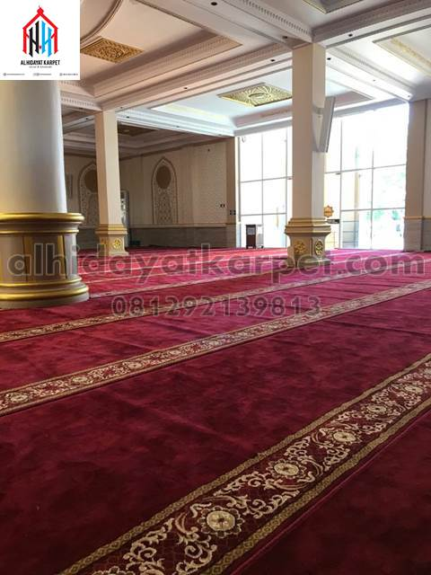 karpet masjid al namaz terpasang di masjid Darunnajah Pontianak - kalbar2