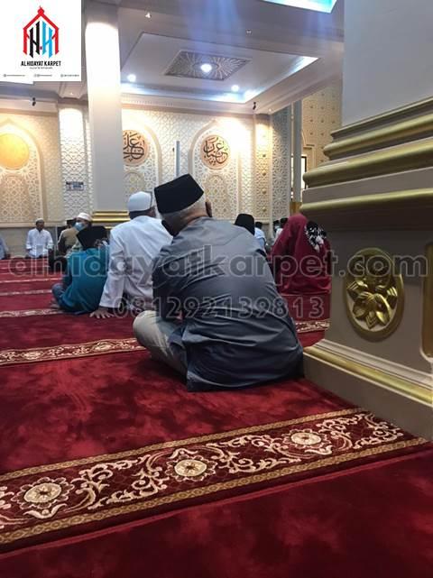 karpet masjid al namaz terpasang di masjid Darunnajah Pontianak - kalbar4